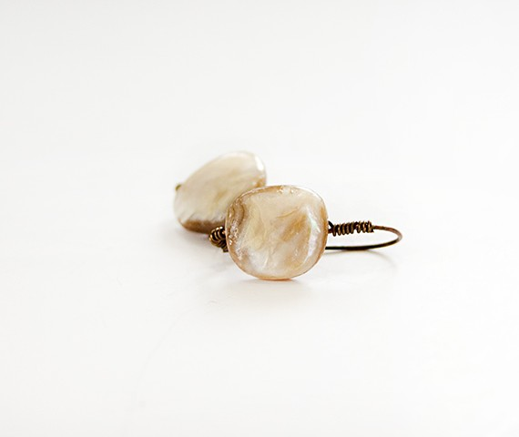 Beige mother of pearl earrings