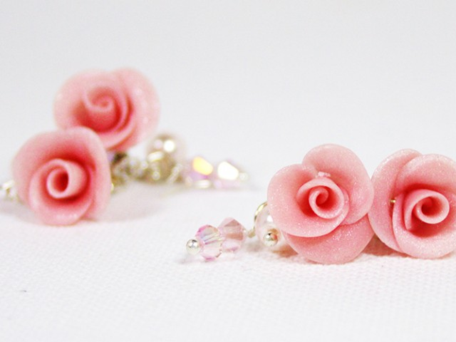 Bridal earrings: cluster earrings with pink pearl roses, glass pearls and Swarovski crystals